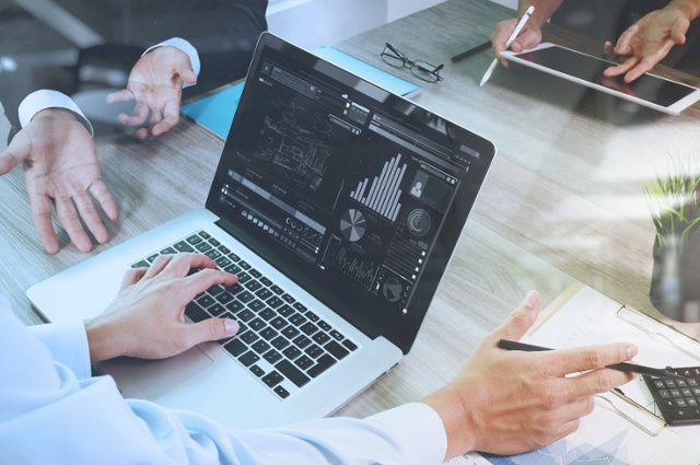 data-analysis-techniques-laptop-computer icon
